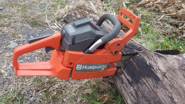 チェンソー修理 ハスクバーナー(Husqvarna)チェーンソー36修理後試し切りチェンソー Husqvarna Chainsaw MODEL36 故障メンテナンス