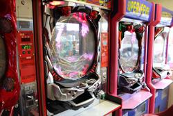 中古タイヤ市場 相模原店自販機コーナーのレトロなアーケードゲーム機パチンコプロハンターDX2 SUPER FEVER