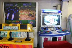 中古タイヤ市場 相模原店自販機コーナーのレトロなアーケードゲーム機パワーショベルに乗ろうよ
