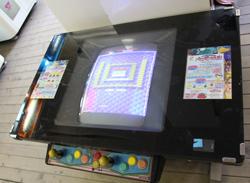 中古タイヤ市場 相模原店自販機コーナーのレトロなアーケードゲーム機パロディウスだ!