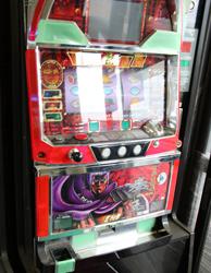 中古タイヤ市場 相模原店自販機コーナーのレトロなアーケードゲーム機北斗の拳スロットマシーン