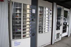 おもちゃ雑貨系の自販機 中古タイヤ市場 相模原店自販機コーナー