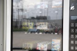 お菓子、食玩の自販機 中古タイヤ市場 相模原店自販機コーナー