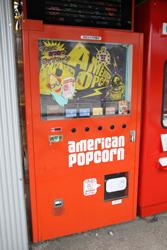 ポップコーンの自販機「アメリカンポップコーン」 中古タイヤ市場 相模原店自販機コーナー