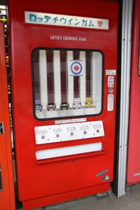 チュイーンガムの自販機「ロッテチウインガム」 中古タイヤ市場 相模原店自販機コーナー